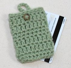 Free Simple Crochet Pattern:  Credit Card Holder Cozy
