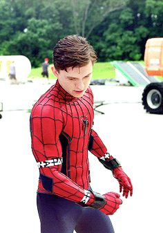 Tom Holland << I LOVE THIS GUY