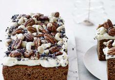 Honningkage med lakridscreme, nødder og kakaonibs | | Bobedre.dk