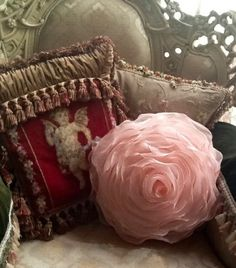 Lady-Gray-Dreams | queenbee1924: ❤ Pink Pillows, Vintage Pillows, Beautiful Tumblr, Rose Crafts, Estilo Shabby Chic, Victorian Decor, Victorian Life, Creation Couture, Handmade Flowers