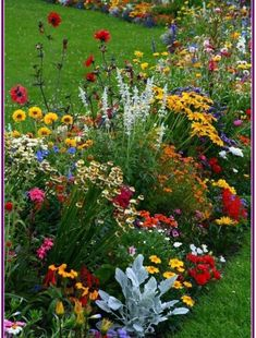 Find Great Tips On How To Landscape And Plant a New Flower Garden Just In Time For Spring! Find Great Tips On How To Landscape And Plant a New Flower Garden Just In Time For Spring! Garden Yard Ideas, Lawn And Garden, Garden Projects, Moss Garden, Backyard Ideas, Zinnia Garden, Spring Garden, Small Yard Flower Garden Ideas, Garden Beds