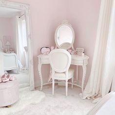 Pretty Bedroom, Dream Bedroom, Bedroom Inspo, Bedroom Decor, Winter Wonderland Wallpaper, Christmas Aesthetic Wallpaper, Cute Room Decor, Princess Room, Decoration