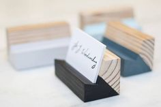 New pine desktop business card holder. Simple modern two-toned design, made from locally harvested pine. Pictured colors are Blue, White, Mint, and Black. Additional Colors in stock - we are happy to match any color! Bright Blue Cobalt Blue Light gray Dark gray Copper Gold Silver Red  Additional options include reversing the color scheme to put the paint on the top part and leave the bottom natural or stained. These are completely customizable - Weve done a number of different sizes…