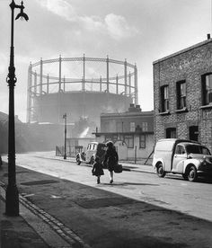 Wolf Suschitzky: Nine Elms, London, l955  Nine Elms is a rather poor part of London. And not an elm tree in sight.