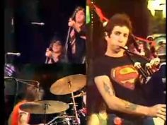 """30-Year-Old Bon Scott Rocks Bagpipes In """"Long Way To The Top"""" Performance   Society Of Rock"""