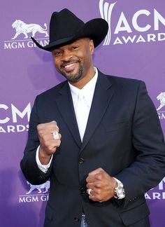 Cowboy Troy, the only country rapper we can think of, put on a hat for the trip down the red carpet.