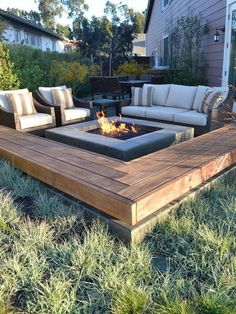 60 Cozy Backyard Fire Pit with Seating Area Ideas - frontbackhome Cozy Backyard, Backyard Seating, Backyard Patio Designs, Small Backyard Landscaping, Fire Pit Backyard, Diy Fire Pit, Landscaping Ideas, Patio Ideas, Firepit Ideas