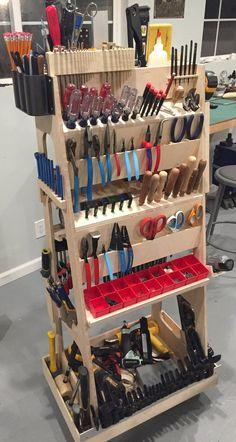 Garage Workshop Organization, Garage Tool Storage, Workshop Storage, Garage Tools, Home Workshop, Diy Storage, Garage Atelier, Workbench Plans Diy, Tool Room