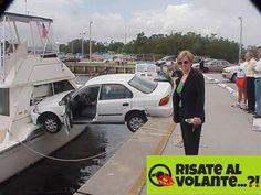 Un esempio di auto passerella. Da notare la soddisfazione della donna. Impresa…
