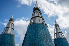 Die drei Kegelfenster auf dem Dach der Bundeskunsthalle Bonn.