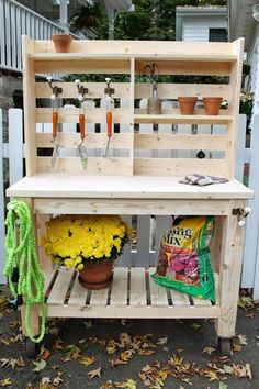 Bench / Outdoor Bar : Buy or Build? Brooklyn Limestone: Potting Bench / Outdoor Bar : Buy or Build?Brooklyn Limestone: Potting Bench / Outdoor Bar : Buy or Build? Station D'empotage, Potting Station, Pallet Potting Bench, Potting Tables, Pallet Garden Benches, Pallet Planters, Diy Garden Table, Garden Ideas, Outdoor Benches