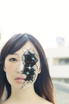 A estudante comunicação e design visual Hikaru Cho de Tokio continua a nos intrigar com suas pinturas corporais alucinantes, com seu último ...