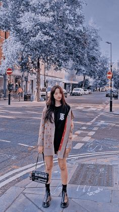 Aesthetic Photo, Aesthetic Girl, Black Pink Kpop, Photoshoot Pics, Blackpink Photos, Blackpink Fashion, Camisa Polo, Girls Rules, Jennie Blackpink