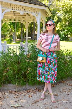 Hello Katie Girl: Restyling my Confetti Floral Skirt- pattern mixing with stripes and florals Modest Outfits, Modest Fashion, Skirt Fashion, Style And Grace, Mom Style, Floral Shirt Outfit, Outfits With Striped Shirts, Plaid And Leopard, Winter Skirt Outfit