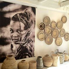 Using Art and Crafts in African Decor Safari Living Rooms, Living Room Decor, Decor Room, Art Mural Africain, African Living Rooms, Ethnic Living Room, African Interior Design, African Design, African Wall Art