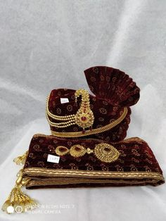 Maroon Colour Mens wedding turban & Stole worn with a contract sherwani .this turban & stole would match the brides dress and make the pair look gorgeous.indian wedding accessories for groom COST INCLUDES A TURBAN/SAFA & A STOLE/DUPATTA Sherwani For Men Wedding, Wedding Dresses Men Indian, Sherwani Groom, Wedding Dress Men, Indian Wedding Jewelry, Wedding Men, Punjabi Wedding, Gothic Wedding, Indian Weddings