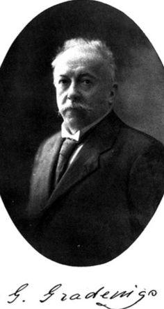 Giuseppe Gradenigo (Venecia 1859 🇮🇹 Treviso 1926). Profesor de Otorrinolaringología en Turín y Nápoles. En 1904 dió su nombre a la complicación de las otitis medias hacia el ápex petroso del hueso temporal (Síndrome de Gradenigo) que se caracteriza por la tríada de otorrea, dolor neurálgico periorbitario y diplopía.