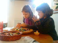 Atelier avec de la cire à modeler  La Compagnie Qui-Va-Nu-Pieds: Ateliers avec les enfants au rythme des saisons