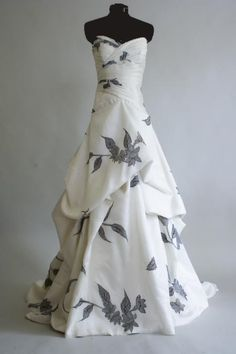Wonderful Perfect Wedding Dress For The Bride Ideas. Ineffable Perfect Wedding Dress For The Bride Ideas. Funky Wedding Dresses, Wedding Dress Patterns, Unique Dresses, Designer Wedding Dresses, Trendy Wedding, Bridal Dresses, Beautiful Dresses, Wedding Gowns, Formal Dresses