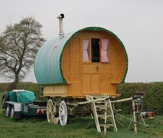 "Reminds me of a modern gypsy wagon, of sorts. ""Gypsy Wagon"" is that phrase politically correct? Gypsy Caravan, Gypsy Wagon, Portable Tiny Houses, Small Houses, Modern Gypsy, Small Trailer, Gypsy Life, Gypsy Soul, Shepherds Hut"