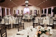 This intimate reception in the Contessa looks so lovely! Thanks @stephanierogersphotography for sharing!