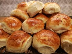 Hamburgerbrød slik de burde være - oppskrift og fremgangsmåte Pretzel Bites, Ketchup, Pulled Pork, Hamburger, Shredded Pork, Hamburgers, Burgers, Pork Stew