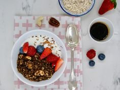 Granola au chocolat et noix Cereal, Breakfast, Food, Chocolate Granola, Chocolate Morsels, Raspberry, Meal, Eten
