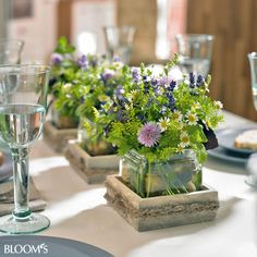 Home & hobby Table decoration with herbs Summer view! The vase The Lyngby in fresh mint provides for puristic and elegant charm, which makes it a timeless interior. Table Verte, Flower Decorations, Wedding Decorations, Deco Floral, Wedding Table Centerpieces, Deco Table, Cut Flowers, Event Decor, Floral Arrangements