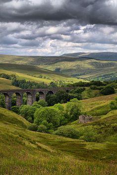 England Travel Inspiration - Dent Head Railway Viaduct - Yorkshire Dales National Park, England