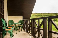 Str�zsa Vend�gh�z Szeksz�rd The Str?zsa Vend?gh?z is located on a hillside in Szeksz?rd, offering its own wine cellar and tastefully decorated apartments with views over the vineyards. Free WiFi access is available.