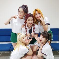 """[PHOTO] 160926 Red Velvet Vyrl Update - Red Velvet""""어제 #인기가요 에서 #러시안룰렛 1위 했어요~!! 팬 여러분 감사합니다♥♥♥♥♥ """" © Red Velvet Vyrl Related Content: SBS Inkigayo - Red Velvet"""