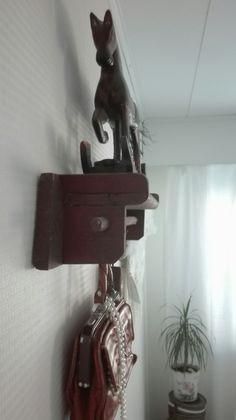 Heppa,vanha hylly ja vintage laukku
