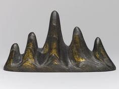 Chinese Brush Rest in the Form of a Mountain possibly 18th century - Bronze, traces of gilding