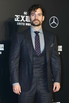 Henry Cavill News: 'Justice League' Premiere In Beijing: All Pics & Videos