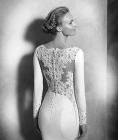 VANIA - Mermaid wedding dress with long sleeves | Pronovias
