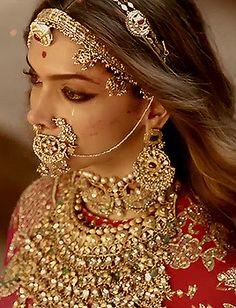Indian Bridal Jewelry Sets, Bridal Jewelry Vintage, Indian Bridal Fashion, Indian Bridal Wear, Indian Wedding Outfits, Rajasthani Bride, Rajasthani Dress, Nath Bridal, Rajput Jewellery