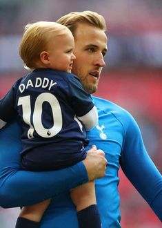 Harry Kane of Tottenham Hotspur enjoys the lap of honour with his child after the Premier League match between Tottenham Hotspur and Leicester City at Wembley Stadium on May 2018 in London, England. Harry Kane Wallpapers, Tottenham Hotspur Wallpaper, Trivia, Tottenham Hotspur Players, Tottenham Hotspur Football, White Hart Lane, European Soccer, Fc Chelsea, Premier League Matches