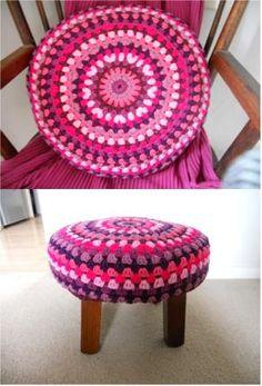 round+cushion+footstool.jpg 301×443 pixels