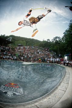Not just any backyard bowl: Felipe Foguinho takes to the air at Red Bull Skate Generation in Florianópolis. http://win.gs/1qmZl7X. Image: Helge Tscharn #pictureperfect #skate #skategeneration #bowl