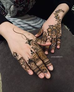 Short Mehndi Design, Finger Mehendi Designs, Floral Henna Designs, Engagement Mehndi Designs, Latest Henna Designs, Henna Tattoo Designs Simple, Back Hand Mehndi Designs, Henna Art Designs, Modern Mehndi Designs