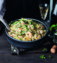 Gambas al pil-pil eli jättirapupasta Gambas Al Pil Pil, Healthy Cooking, Healthy Recipes, Healthy Food, Kala, Hot Dog, Fish And Seafood, Kung Pao Chicken, Risotto