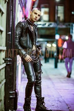 COOL BOYS IN LEATHER