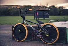BMX by Deano Saunderson on Bycicle Pictures, Bycicle Art Cycling Art, Cycling Bikes, Cycling Quotes, Cycling Jerseys, Single Speed Mountain Bike, Mountain Biking, Bmx 20, Bmx Bike Parts, Cars