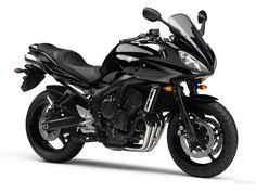 The FZ6 Fazer is Yamaha's vision of a good sport touring motorbike. Created around an YZF-R6 engine modulated for better mid revs, it competes directly against the also popular Suzuki GSF 650 Bandit and Honda CBF600. I must confess I was on the verge of getting one of these instead of my current Bandit. In Europe, this model has been phased out and replaced by the Fazer8.