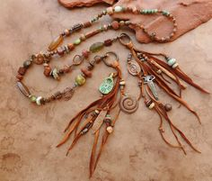 Desert Canyon Shaman Spirit Beads Lariat por DesertTalismans Tap the link now to see our daily meditation, mala beads, and sacred geometry collections. Get 15% off with code GRATITUDE. Free shipping always :)