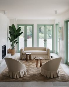 minus the green Australian Interior Design, Interior Design Awards, Australian Homes, Living Room Grey, Home And Living, Cozy Living, Beachfront House, Mediterranean Style Homes, Home Projects