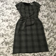 Professional Dress This is a lovely professional dress that is perfect for work. It has pockets on the sides, a matching belt and zipper on the back. Merona Dresses Midi