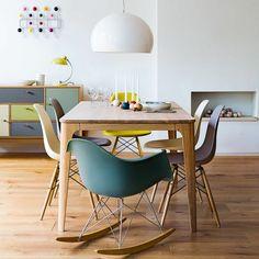 table-carrée-bois-chaises-originales-beau-intérieur-scandinave.jpg (700×700)