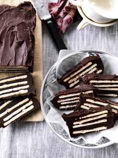 Thanks for this yummy chocolate biscuit cake recipe Denmark Food, Chocolate Biscuit Cake, Cake Recipes, Dessert Recipes, Scandinavian Food, Danish Food, Christmas Dishes, Sweets Cake, Yummy Cakes