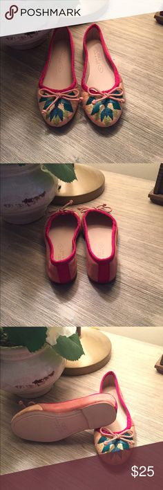 Zara girls flats Super adorable little girls flats 💕 with cool embroidered detail.  Never worn, new. Size 9 us. 26 euro Zara Shoes